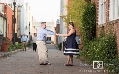 engagement photography marietta square