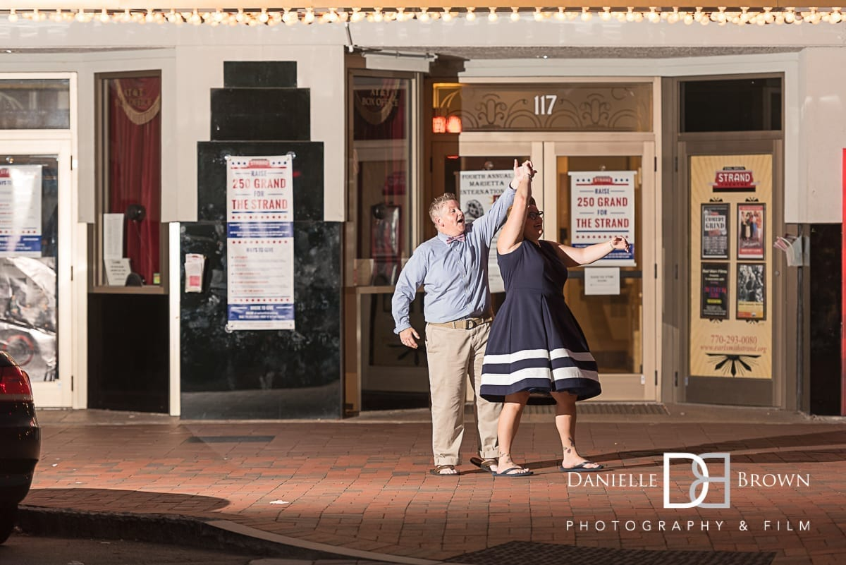engagement photography marietta square